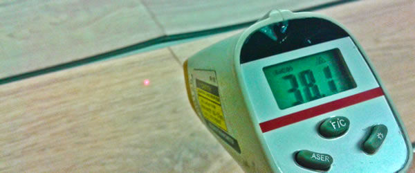 Meranie teploty vinylovej podlahy na jej povrchu