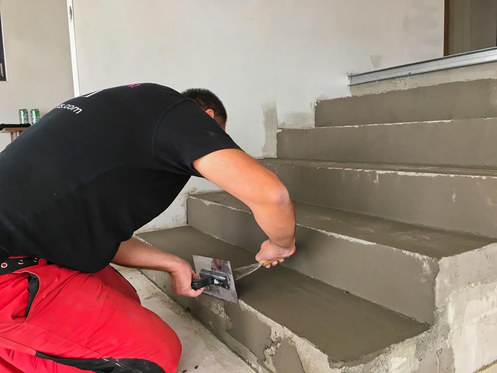 Vyspravenie schodiska rýchloschnúcou cementovou zmesou