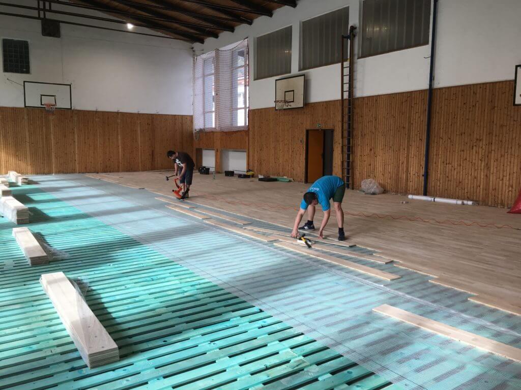 Športové podlahy montáž drevenej podlahy